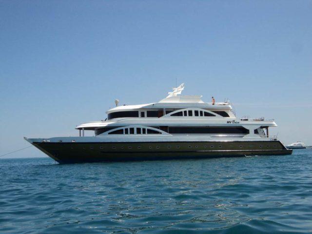 maldives-Emperor-Orion-anchored-at-sea